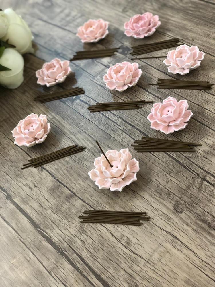 مبخرة الوردة السيراميك - صناعية يدوية - مع أعواد مروكي فاخرة كل أنبو