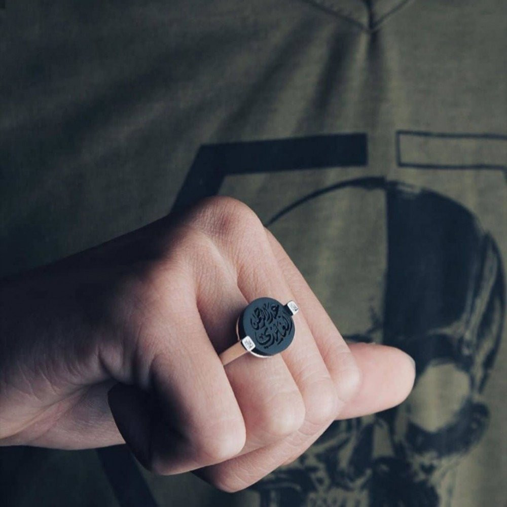 خاتم ملكي راقي مطعم بفصوص زركون ومرصع بحجر أونكس فخم