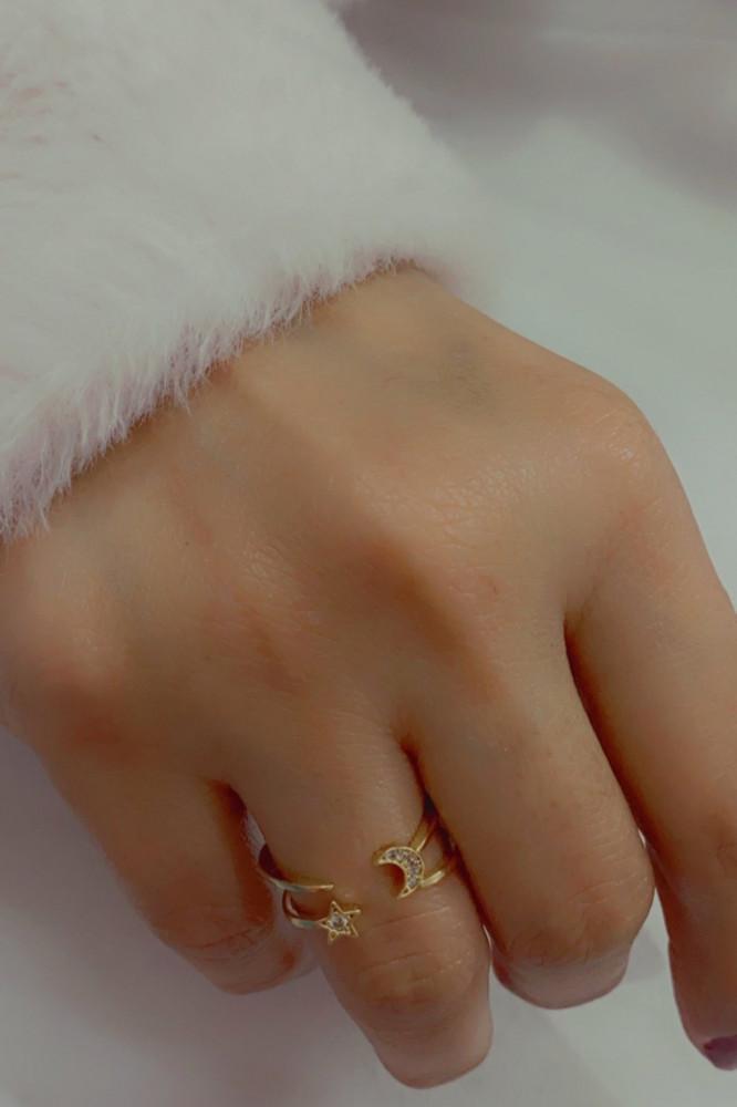 خاتم مزخرف بالهلال والكرستال