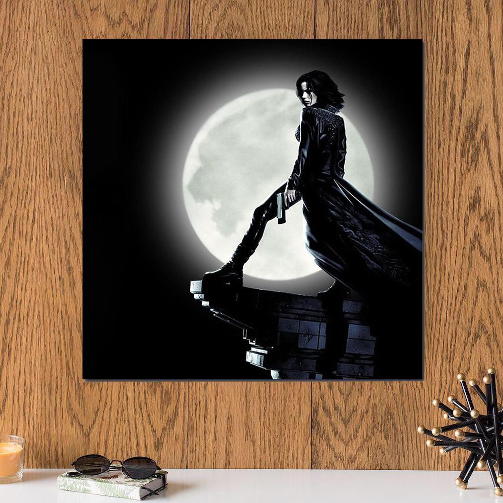 لوحة المرأة و القمر خشب ام دي اف مقاس 30x30 سنتيمتر