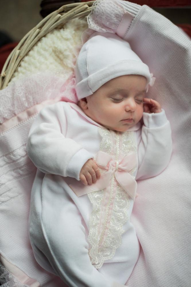 أوفرول انيق باللون الزهري مع قبعه من دوها