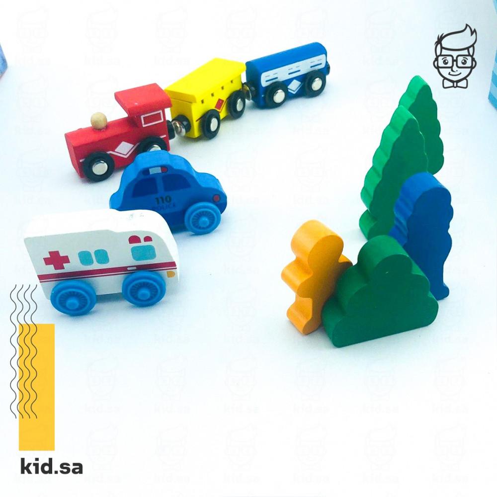 لعبة سيارة الاسعاف و سيارة الشرطة مع القطار