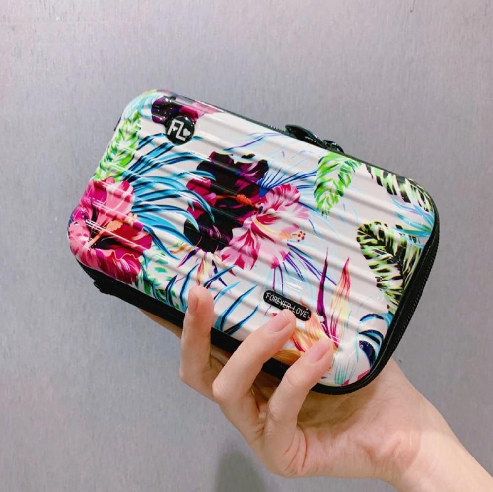 حقيبة يد صغيرة للمستلزمات الشخصية نسائية