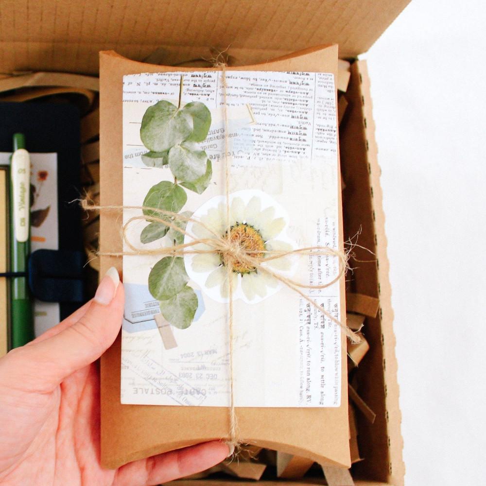 طريقة تغليف هدية هدايا فنتج زهور أدوات الكولاج طريقة تصميم الكولاج