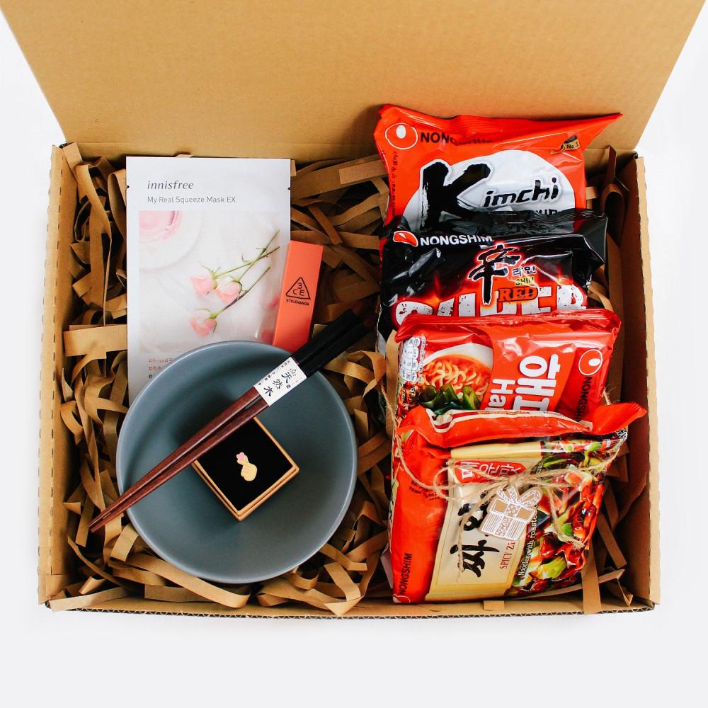 هدية فانز كوريا سيول ارمي بلاك بينك بروش بي تي اس BTS متجر هدايا هدية