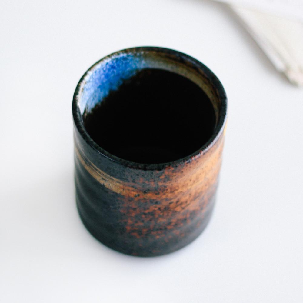متجر منتجات القهوة أكواب قهوة لون أسود ركن القهوة كوفي كورنر متجر