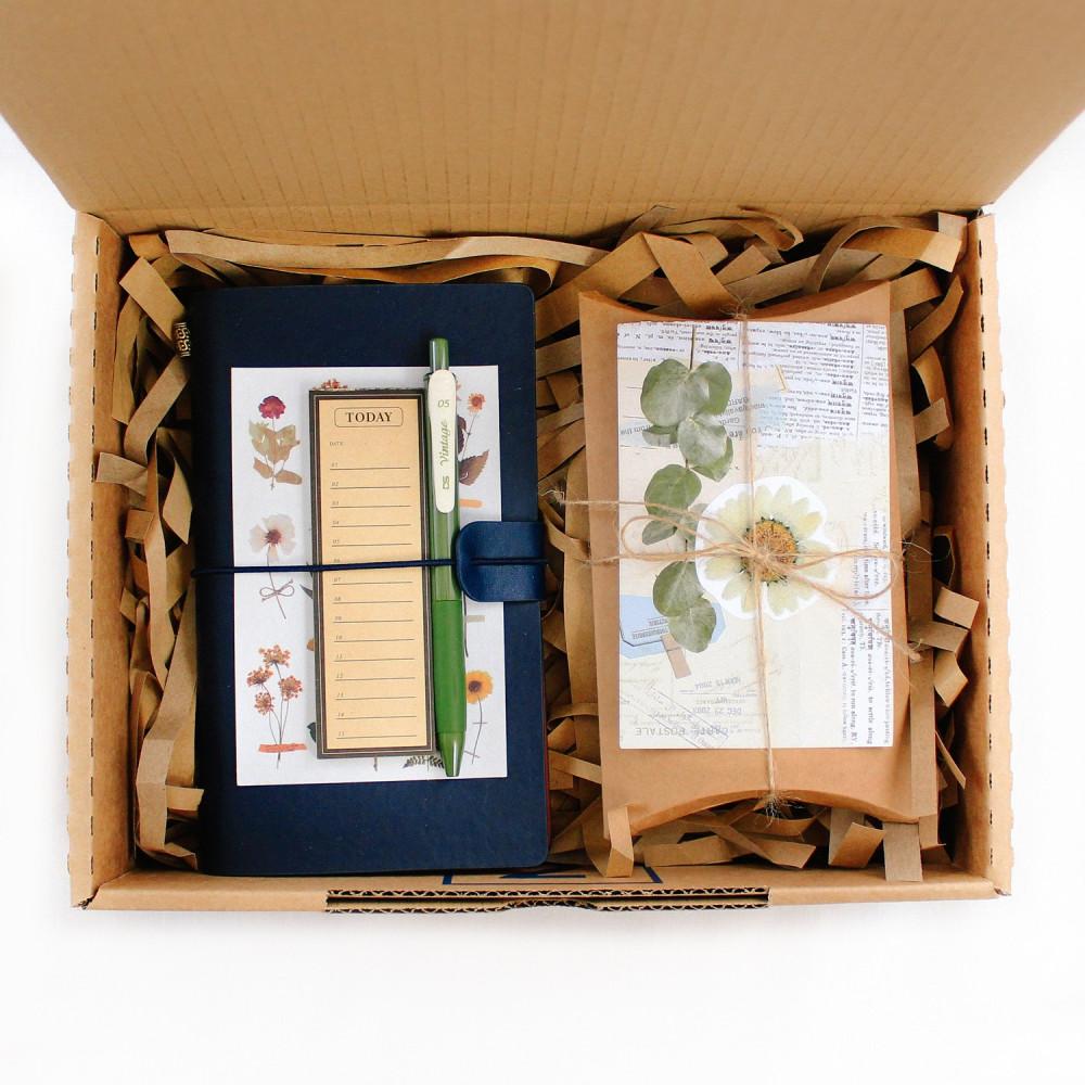 صندوق هدية زهور لعشاق ستايل الفنتج طريقة تصميم الكولاج أفضل متجر هدايا
