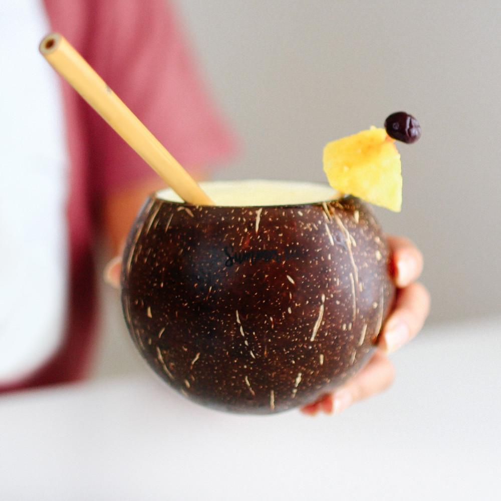 كوب قشر جوز الهند الطبيعي بيناكولادا افكار مشروبات باردة لطلعة استراحة