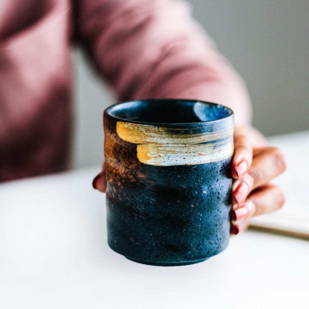 متجر معدات القهوة أكواب قهوة ذهبي أسود أزرق ركن القهوة كوفي كورنر متجر