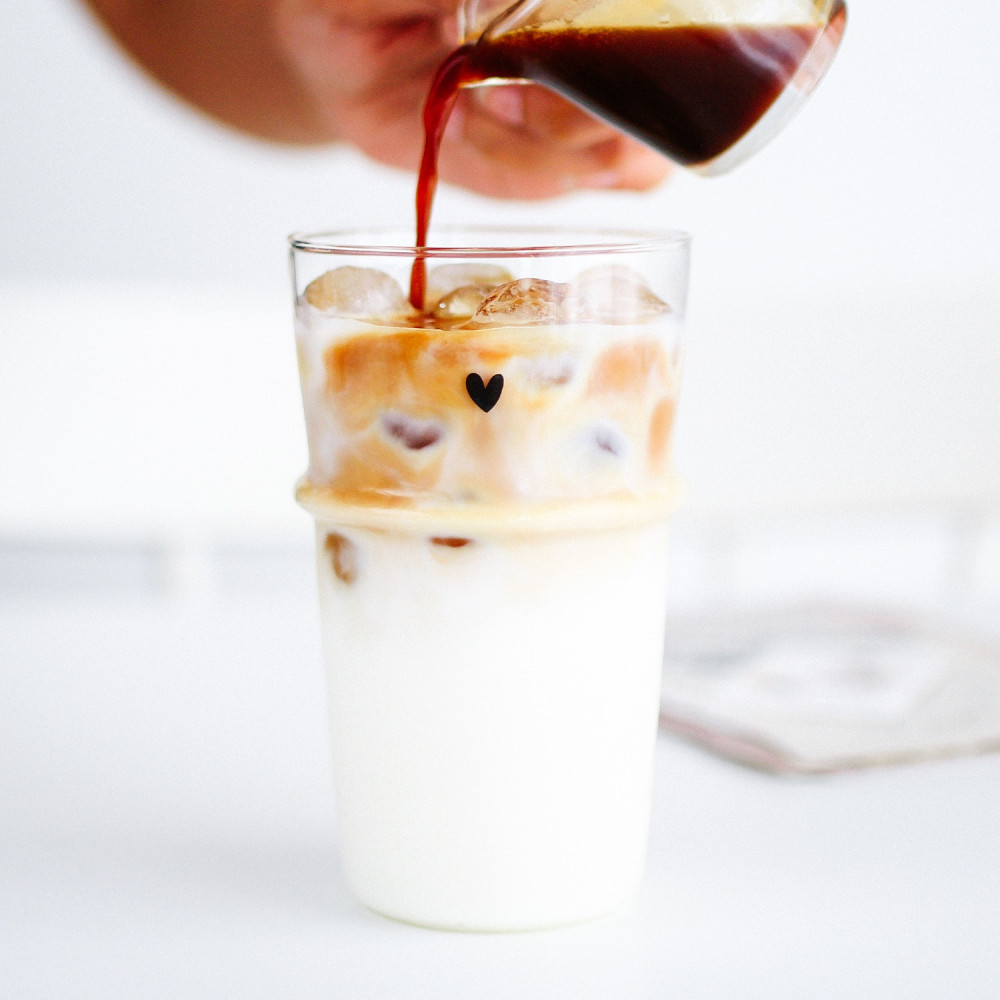 كأس آيسد كوفي كوب زجاجي للقهوة كيف أسوي قهوة اللوز الفستق كأس طويل