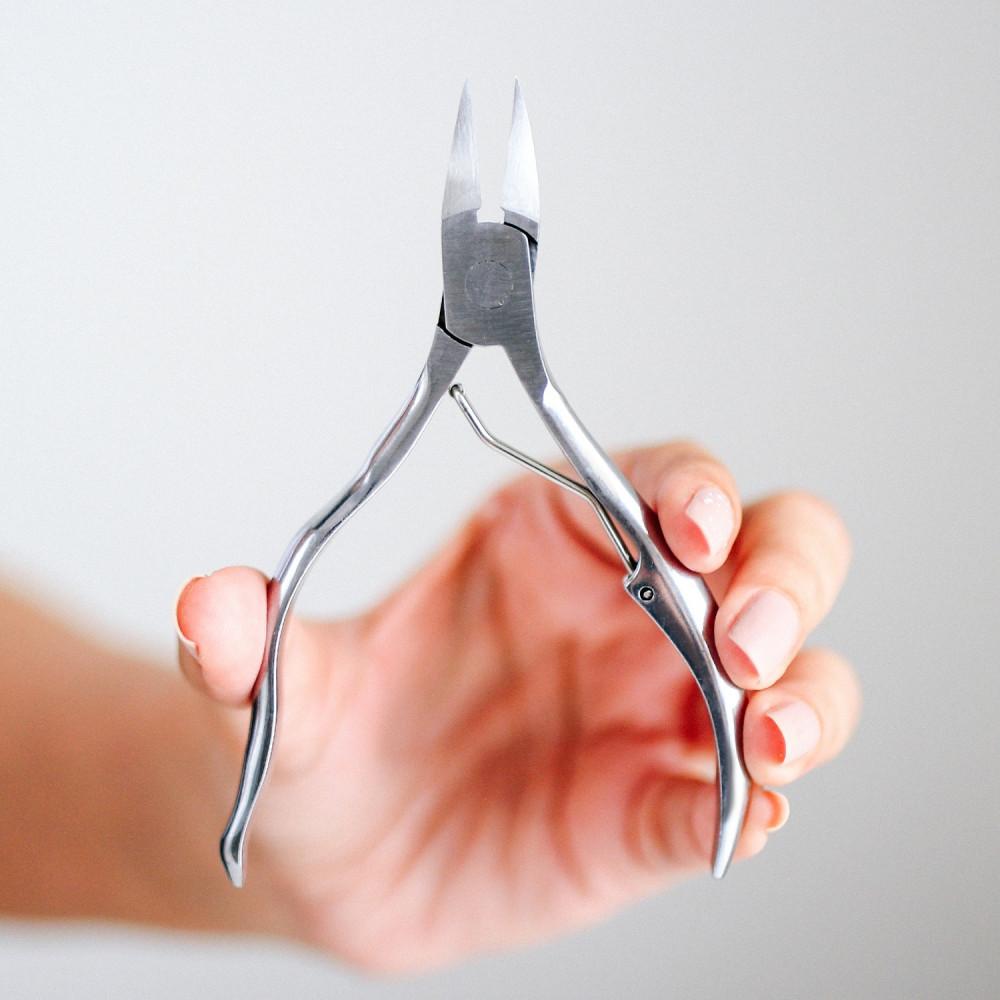 كيفية قص الأظافر السميكة طريقة قص أظافر القدمين ظفر القدم مقص كبير