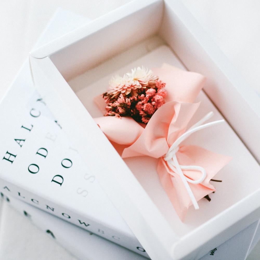 أفكار هدايا نسائية هدية عيد الميلاد هدايا خطوبة تخرج وظيفة باقة ورد