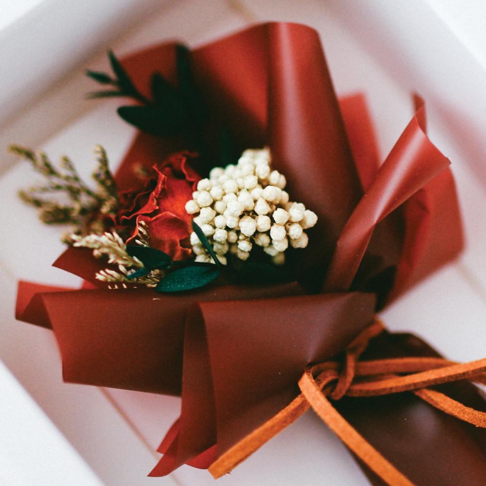 بطاقة تهنئة باقة ورد أحمر هدايا عيد الميلاد كرت باقات ورد مجفف متجر