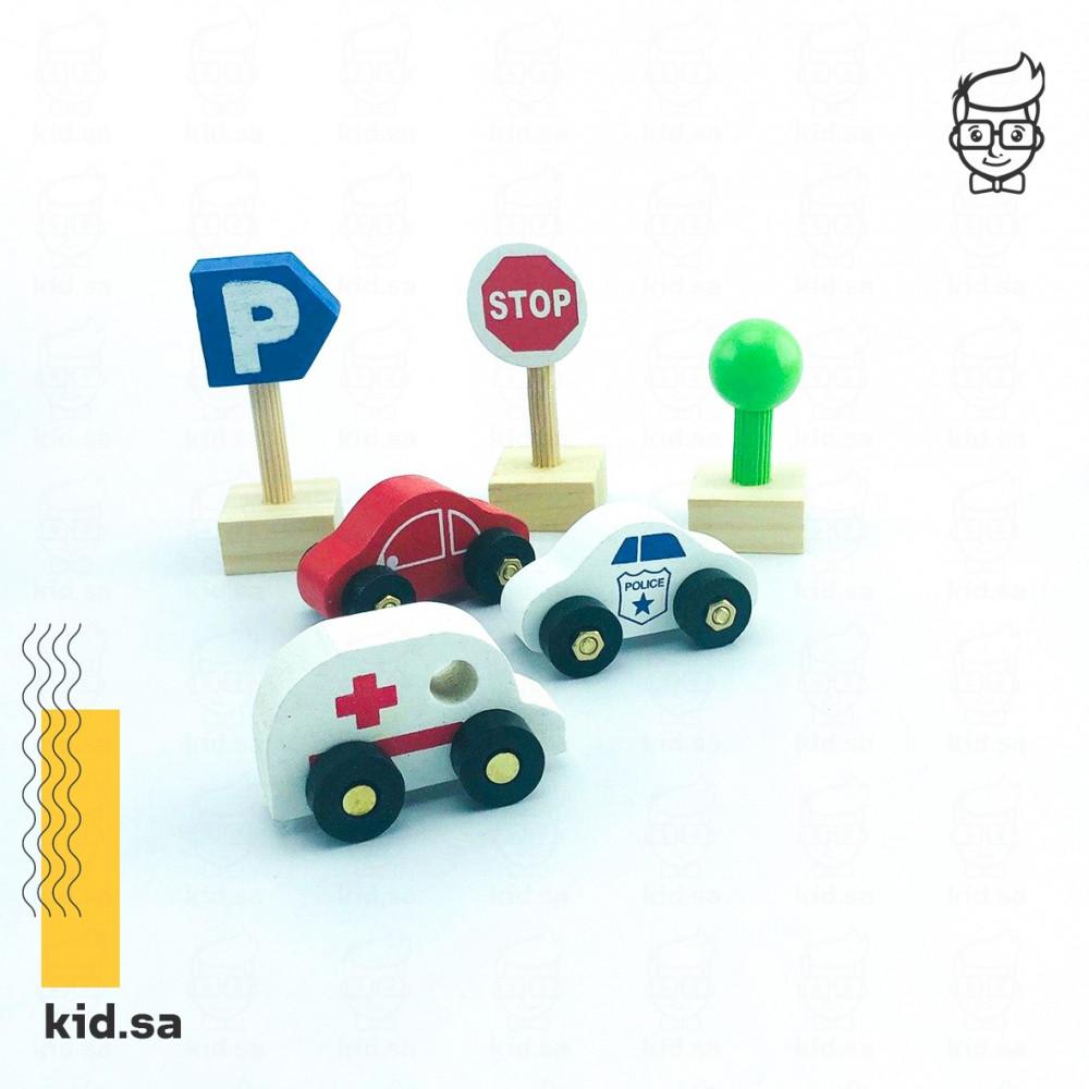 لعبة سيارة الاسعاف و المكعبات الخشبية الملونة