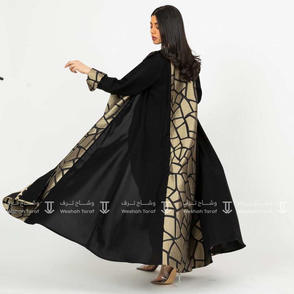 عباية قماش كريب مع تدخيلة قماش جاكار ذهبي من الامام و الخلف بقصة الكل
