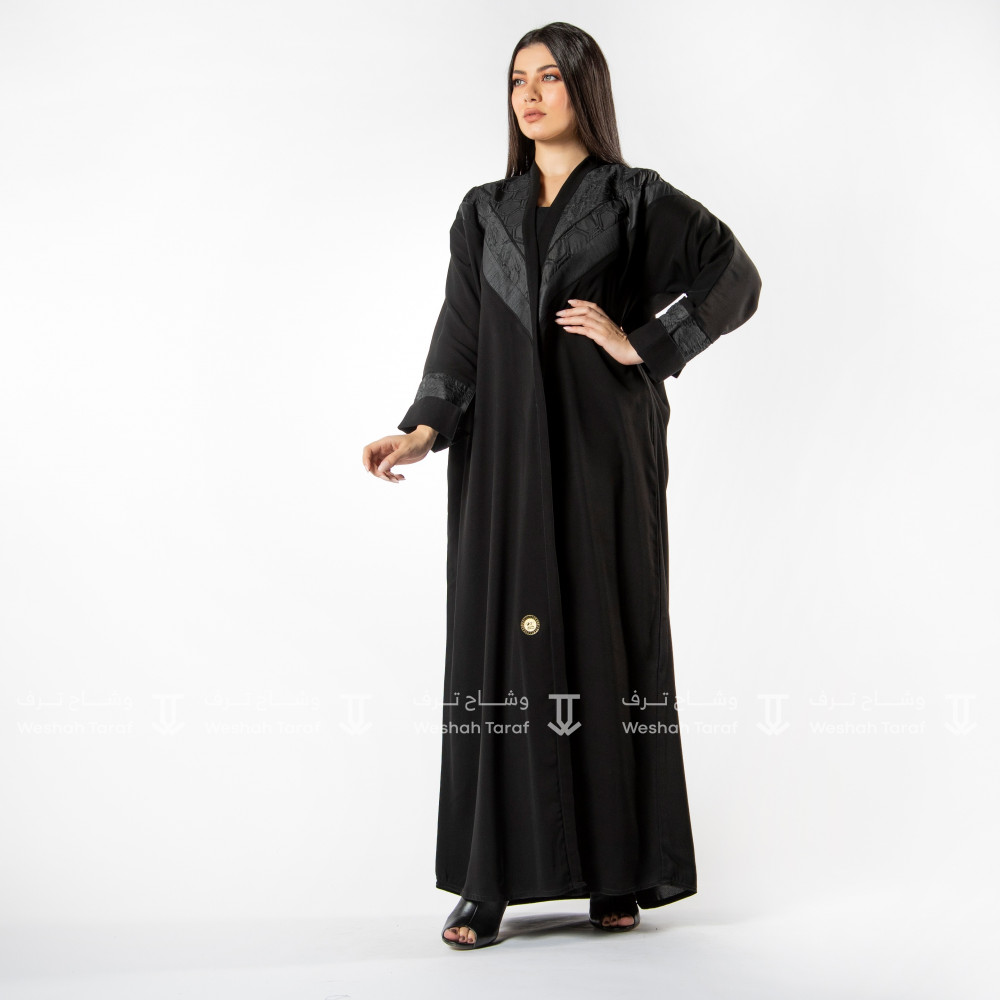عباية قماش كوري بياقة أسود