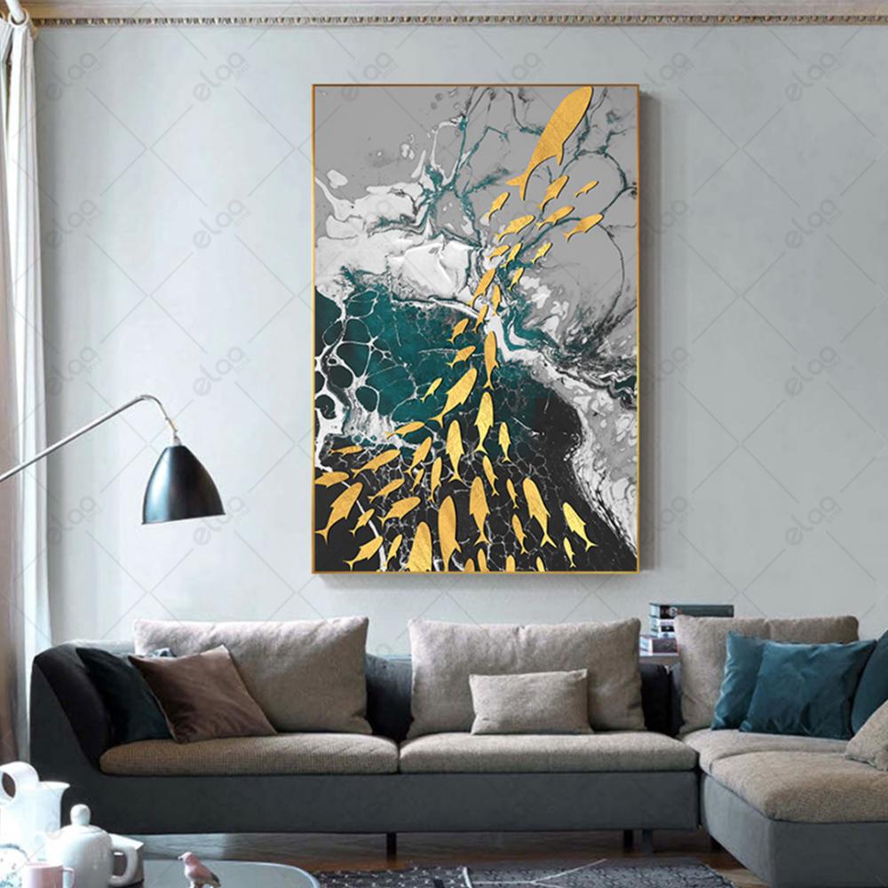 لوحة فن تجريدي أسماك ذهبية بخلفية رمادي وأبيض وفيروزي