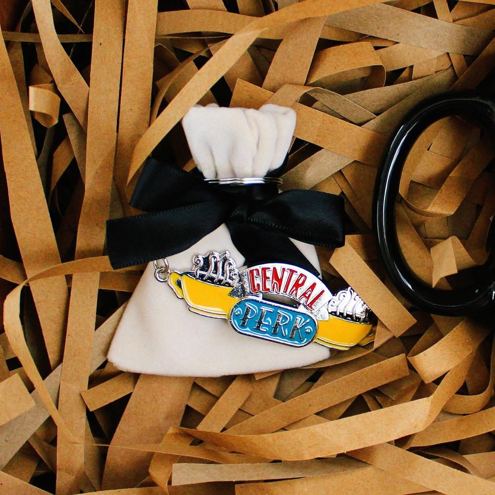 هدية رجالية هدايا نسائية ميدالية مسلسل فريندز هدية تخرج متجر محل هدايا
