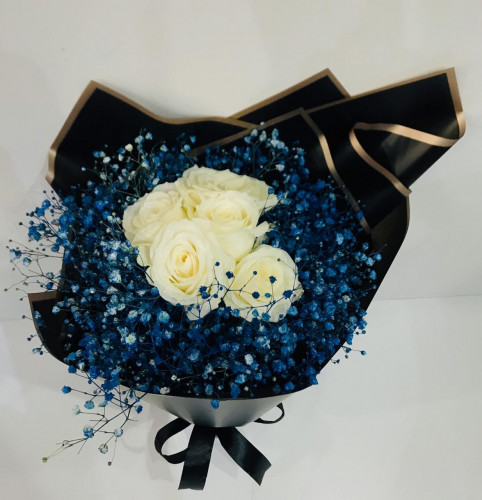 ورد جوري ابيض مع نبات الجبسفيلية الزرقاء Fayrouz Flowerفيروز فلاور
