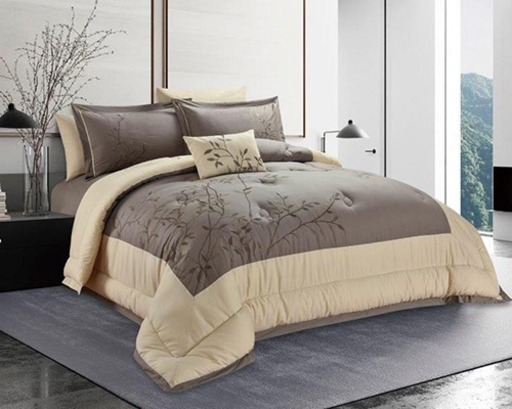 مفرش سرير نفرين مطرز و فخم لونه بني