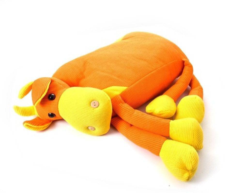 دمية للاطفال على شكل بقره لونها برتقالي