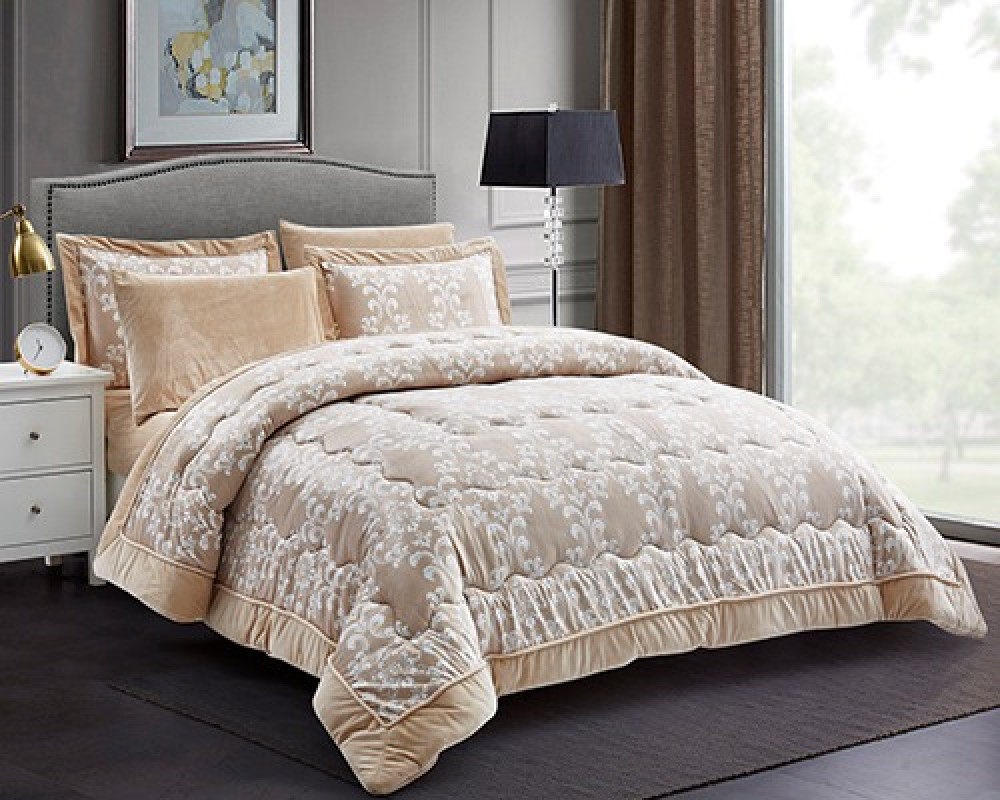 مفرش سرير نفرين مطرز لونه بيج