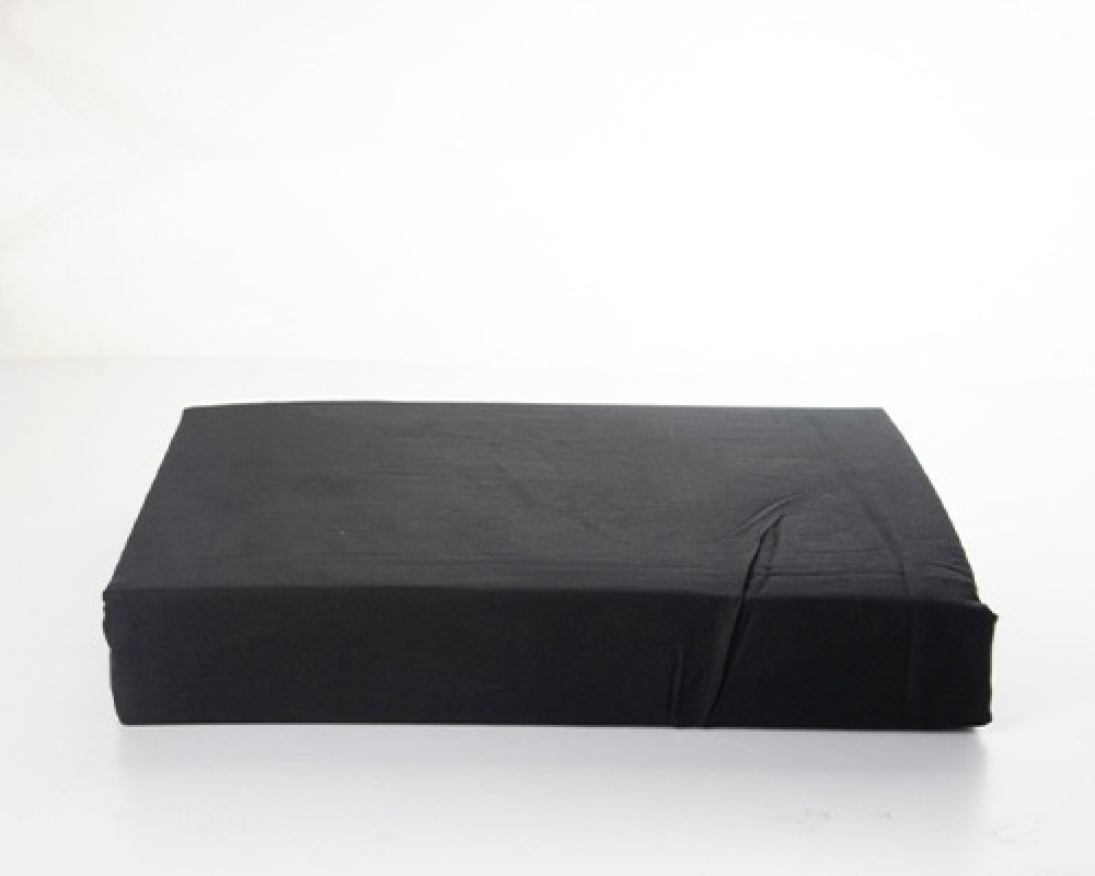 شرشف سرير نفرين قطن لونه اسود