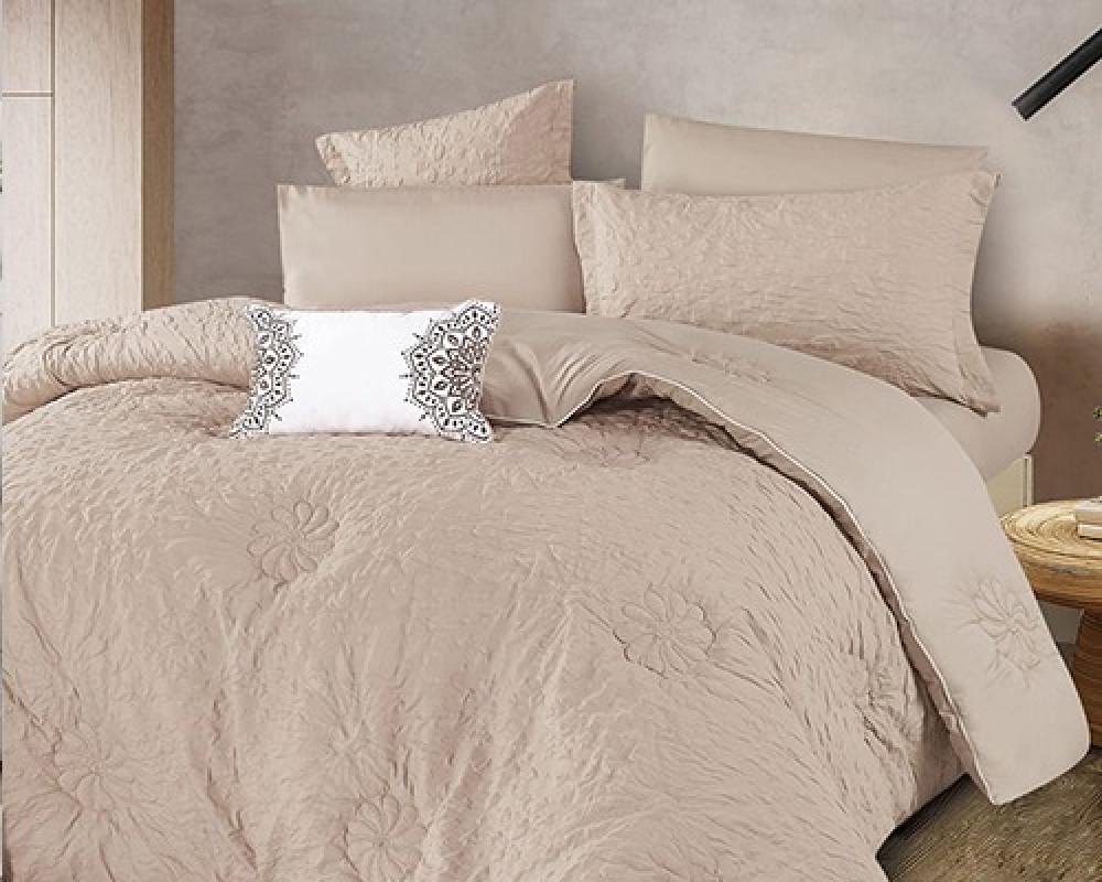مفرش سرير نفر ونص مطرز وفخم لونه بيج