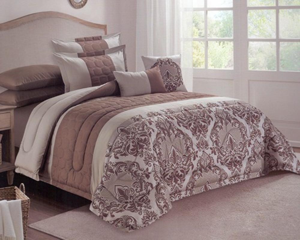 مفرش سرير نفرين مطرز مشجر لونه بني