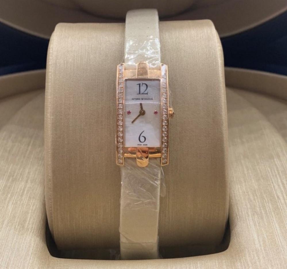 ساعة هاري وينستون نسائية الأصلية