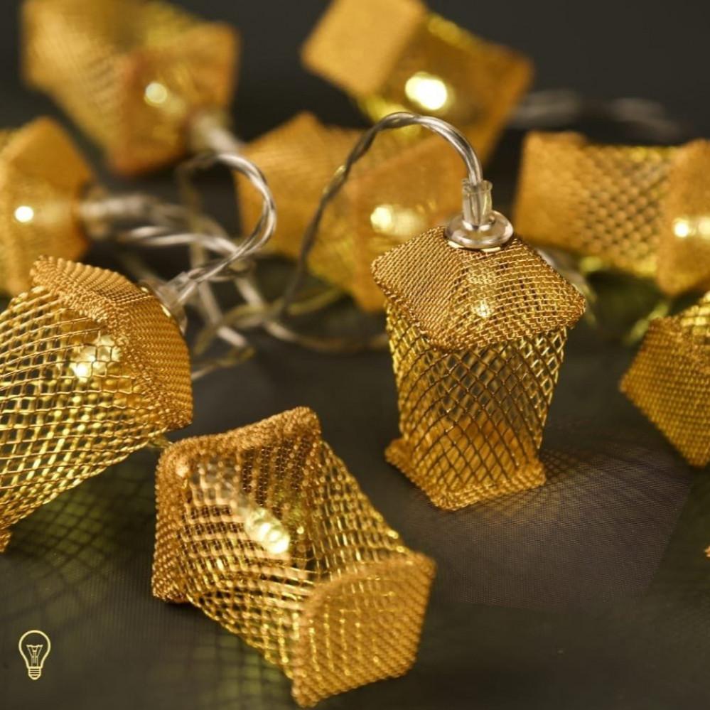 زينة رمضان اضاءات على شكل فوانيس ذهبي
