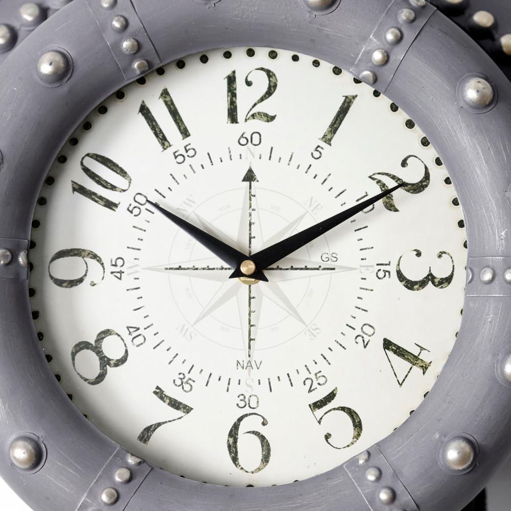 صورة لدقة ساعة حائط أنتيكة موديل بلان فور شكل طائرة صناعة معدنية