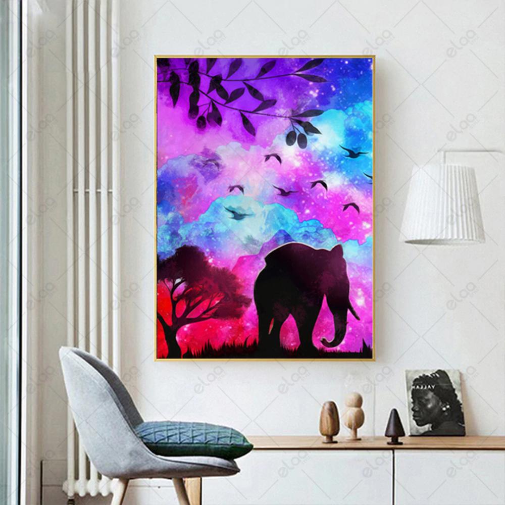 لوحة فن تجريدي لفيل بخلفية مدرجة ازرق ووردي