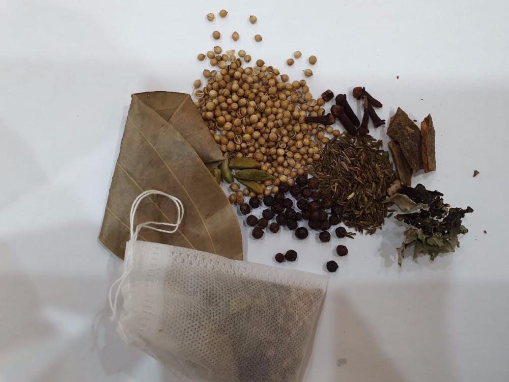 أكياس بهارات حب للشربة البكس 30 كيس عطارة ذهبان