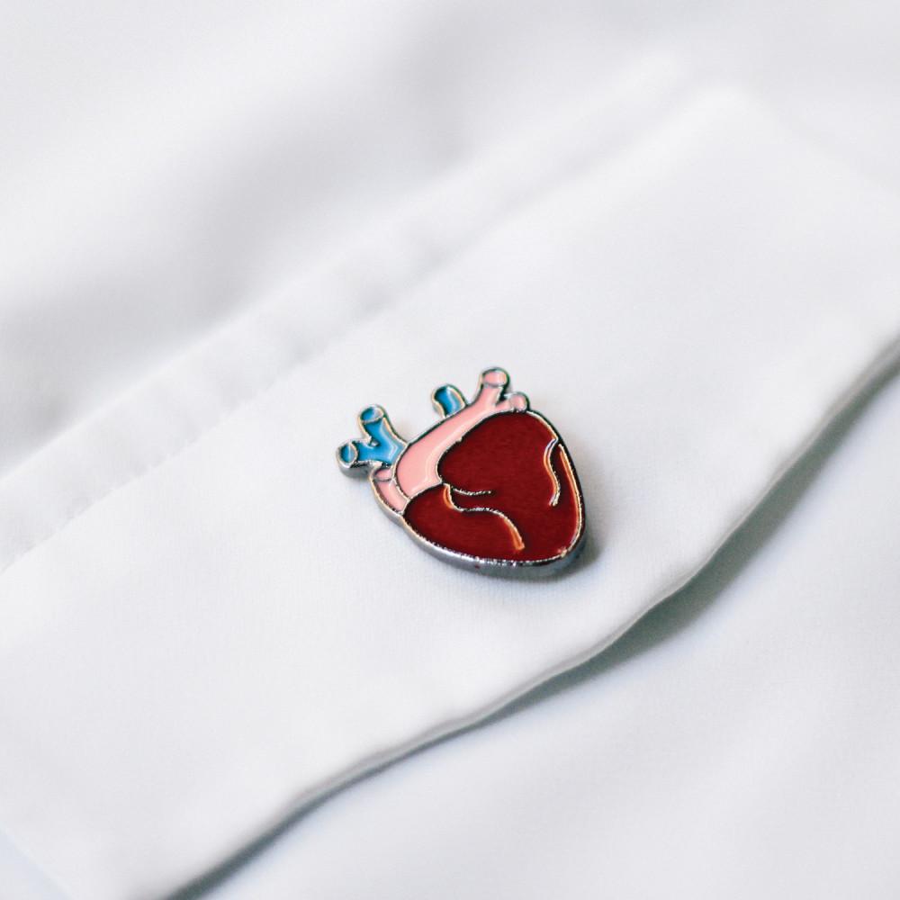 بروش بروشات دبوس مشبك قلب اكسسوارات كلية الطب اكسسوارات جامعة مدرسة طب