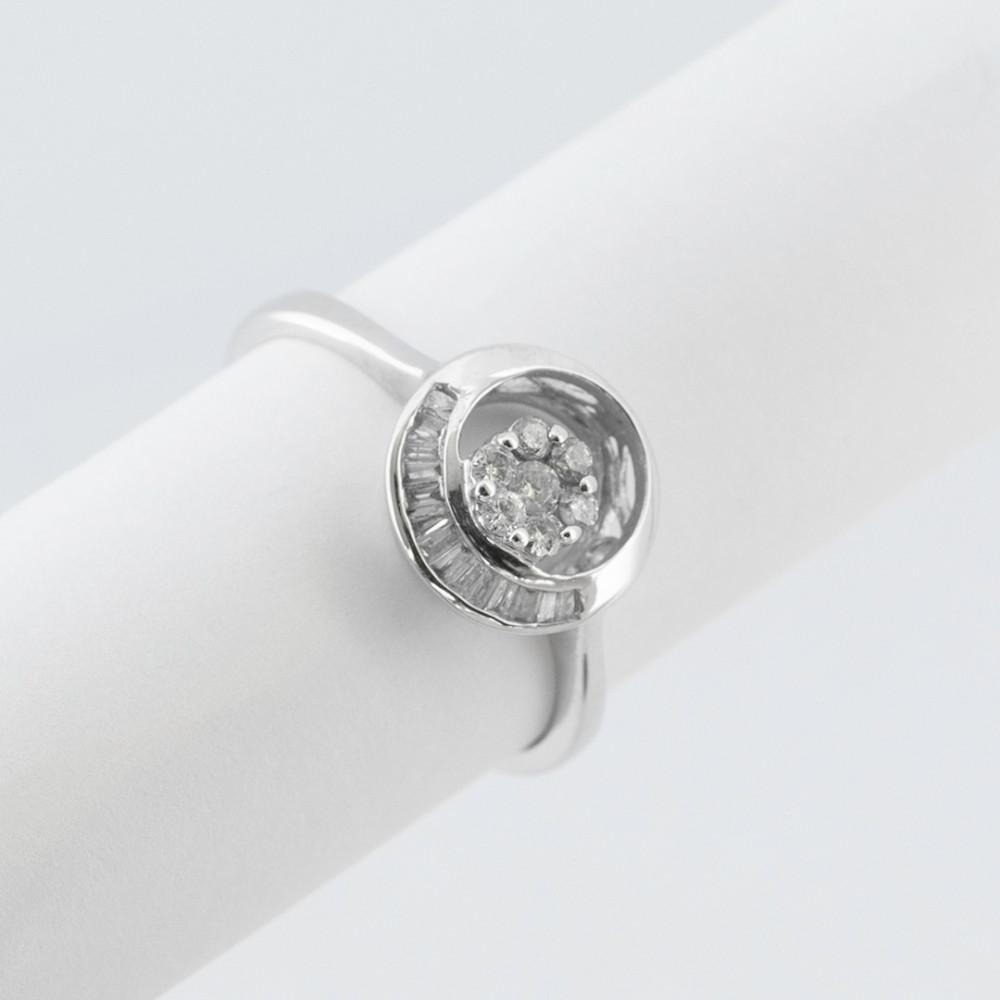 خاتم ذهب أبيض مع الألماس