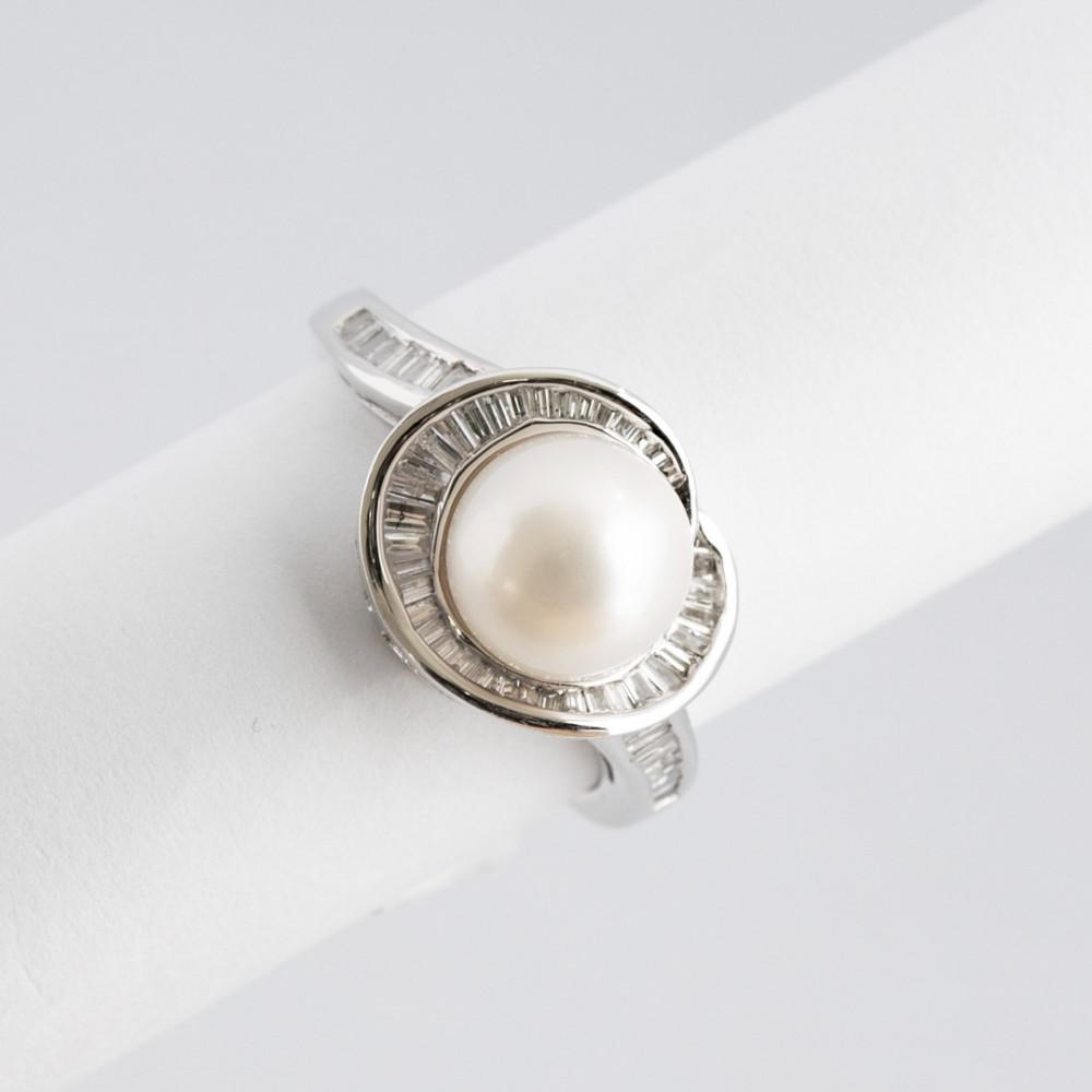 خاتم ذهب أبيض مع ألماس باقيت
