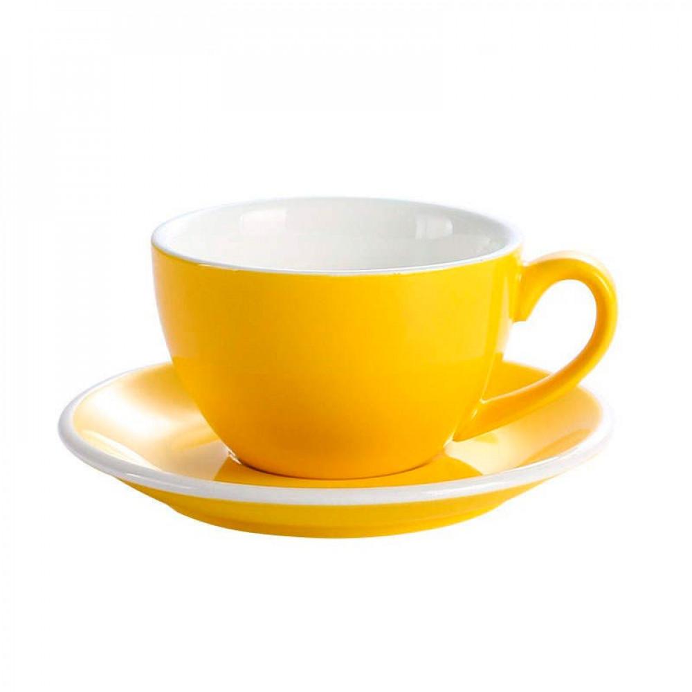 أكواب قهوة صفراء