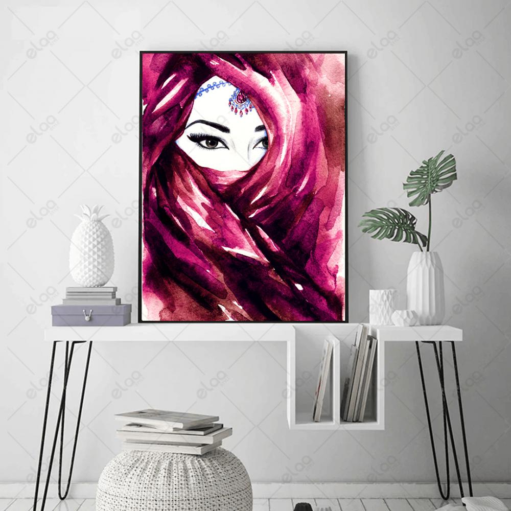 لوحة فن تجريدي امراة ملثمة بشال وردي