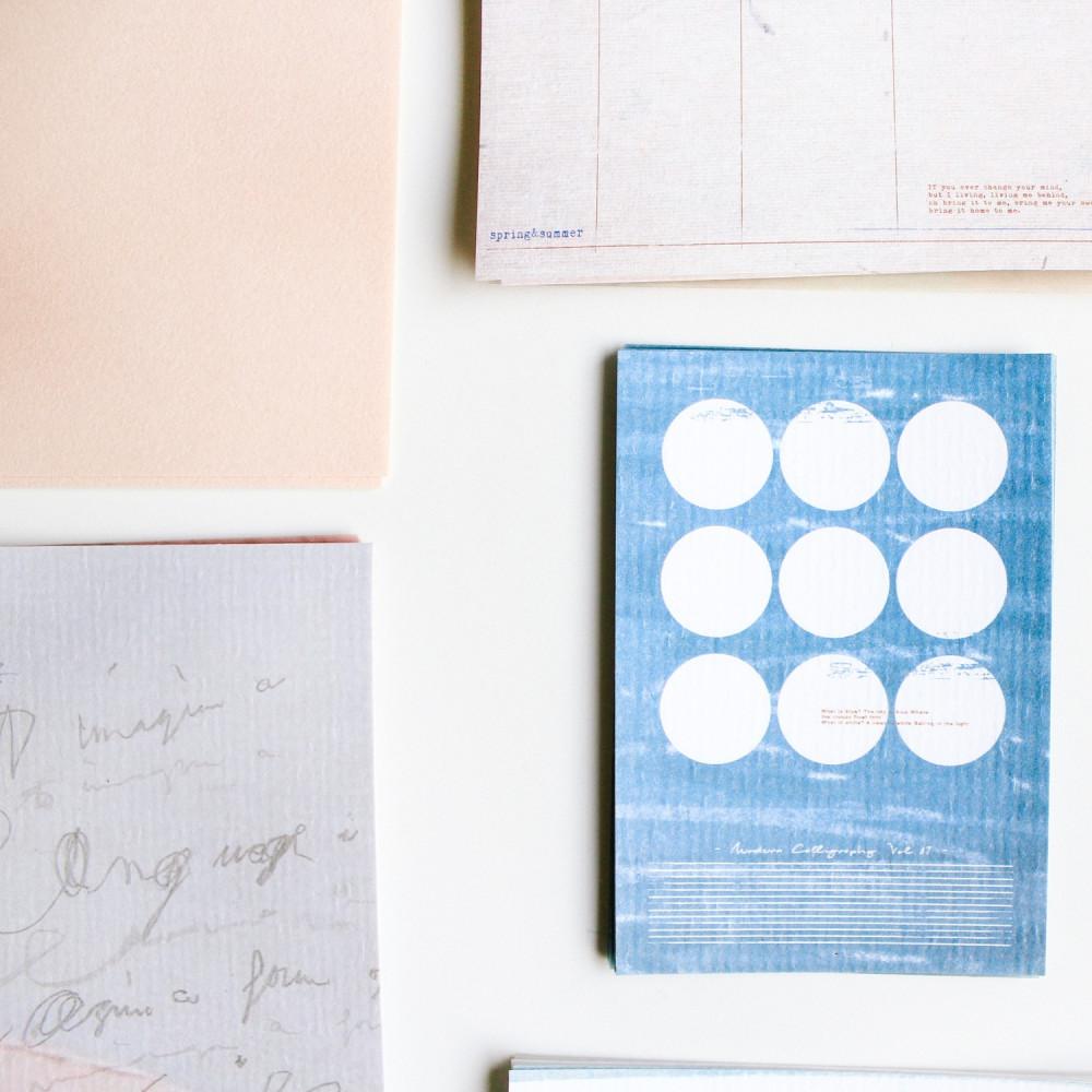 طريقة عمل الكولاج قصاصات طرق تنظيم الوقت طريقة تزيين تنسيق المكتب