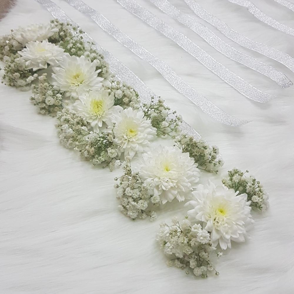 أساور ورد أبيض لمرافقات العروس - أنفاسك زهور