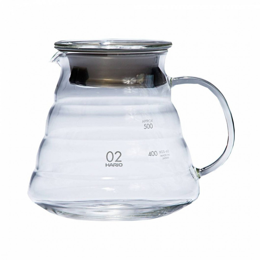 إناء التقديم بعد تحضير القهوة المختصة من هاريو مصنوع من الزجاج