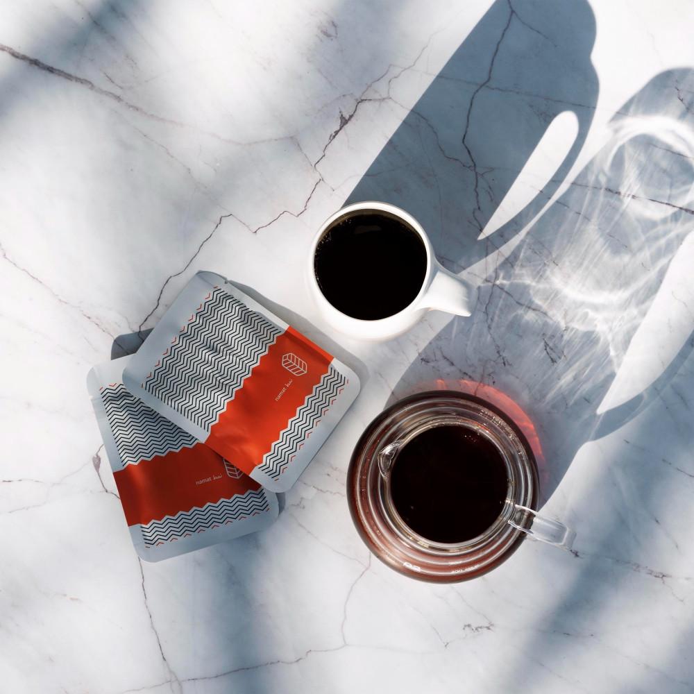 كوب قهوة مختصة فاخر نقدمه لك في صندوق نمط