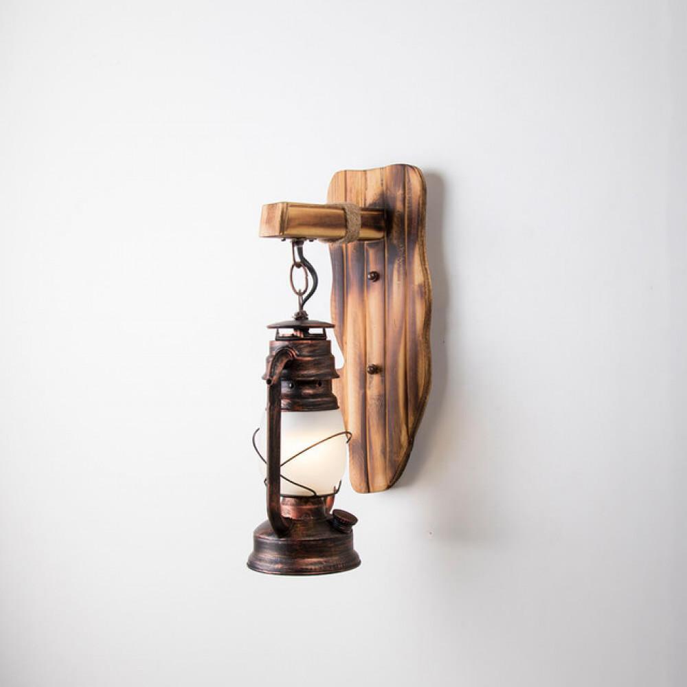 سراج نحاسي للإنارة بحامل خشبي تراثي - فانوس