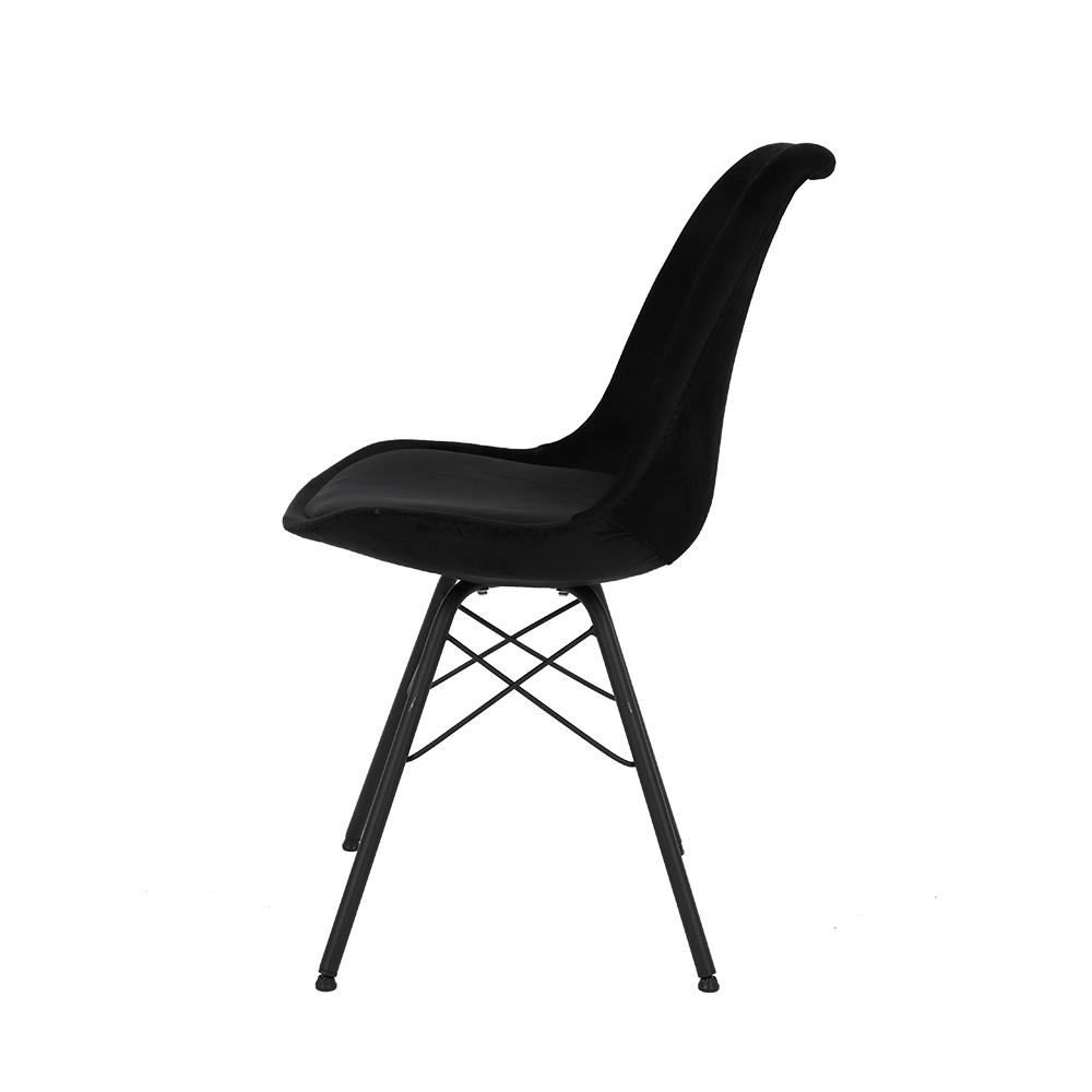 بزواياه الجميلة يتميز الكرسي في طقم كراسي 4 قطع أسود من تجارة بلا حدود