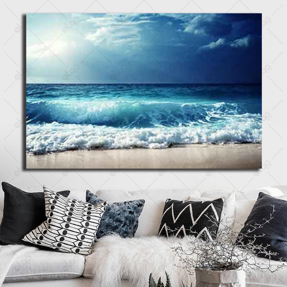لوحة فنية منظر طبيعي لأمواج بحر وشاطئ بدرجات اللون المحيطي والأبيض