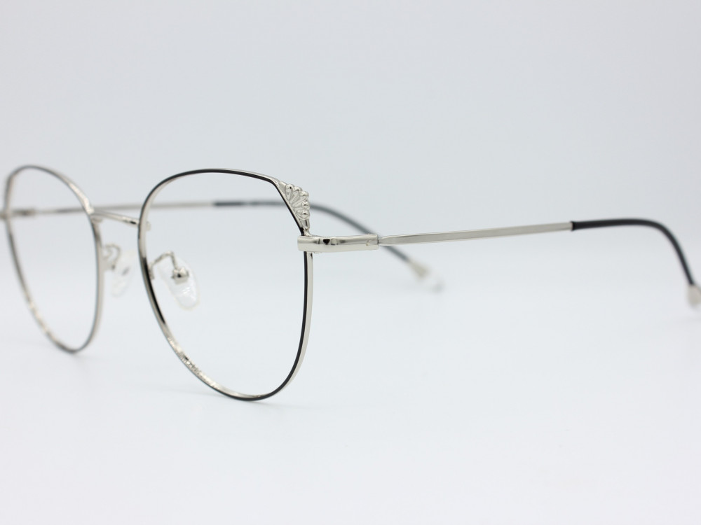 نظارة طبية نسائيه من ماركة T كلاسيك مع عدسات بحماية لون الاطار فضي و ا