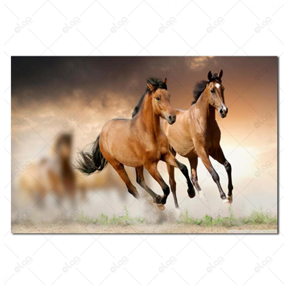 لوحة فنية لمنظر طبيعي لمجموعة من الخيول باللون البني
