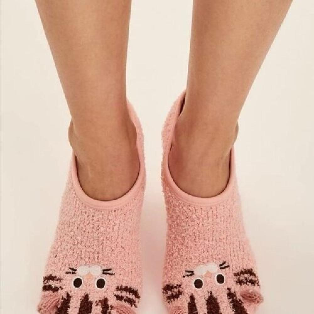 جوارب نسائية ضد الانزلاق