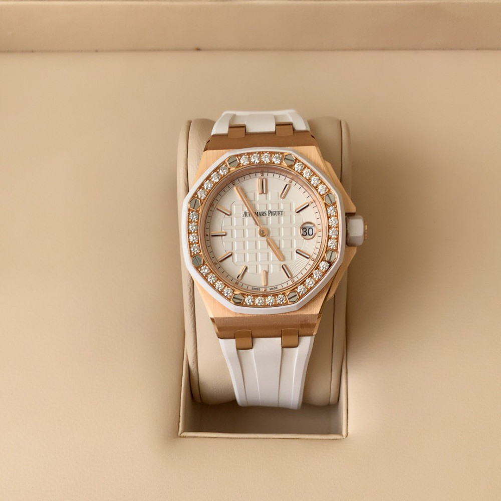 ساعة اوديمار بيجيه رويال اوك اوف شور الأصلية جديدة تماما